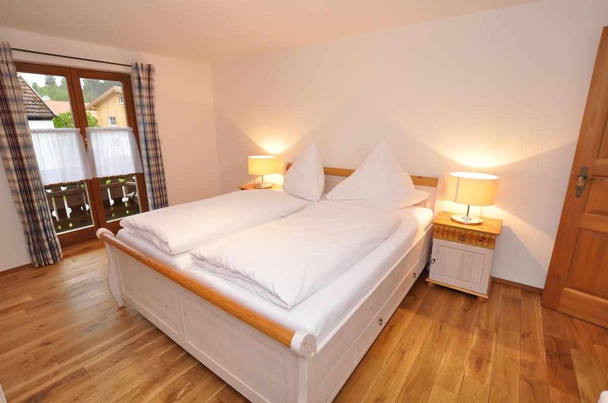 Schlafzimmer mit Südbalkon